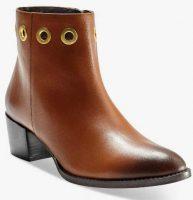 Skórzane buty za kostkę z metalowymi oczkami