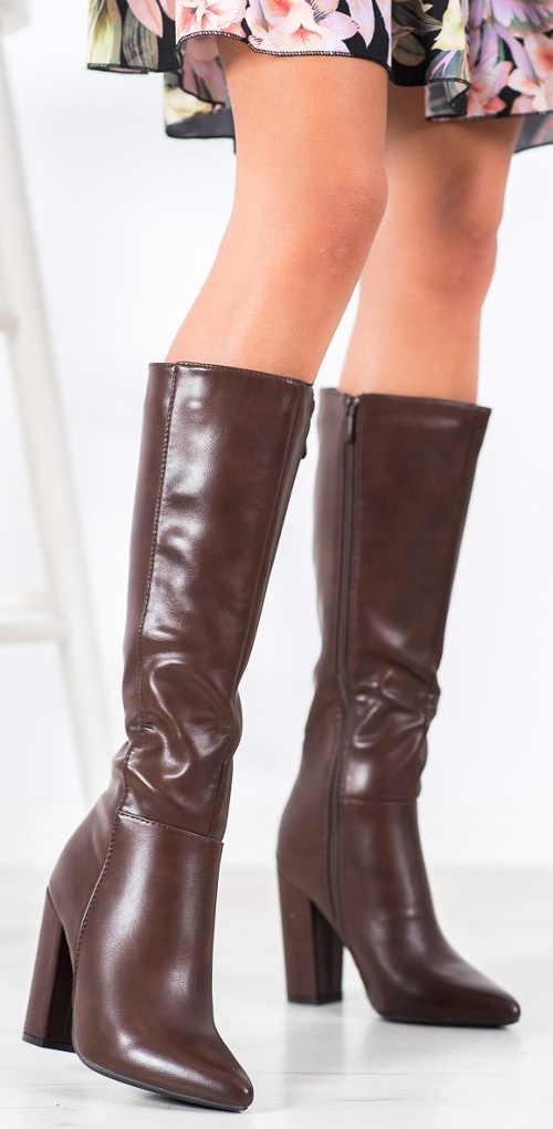 Brązowe skórzane buty zimowe z wysokim obcasem